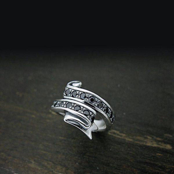 リボンをモチーフにした指輪