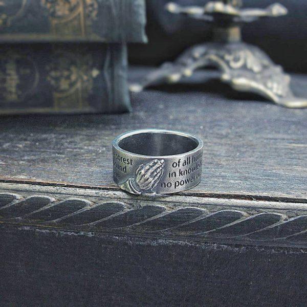 祈りの手の指輪